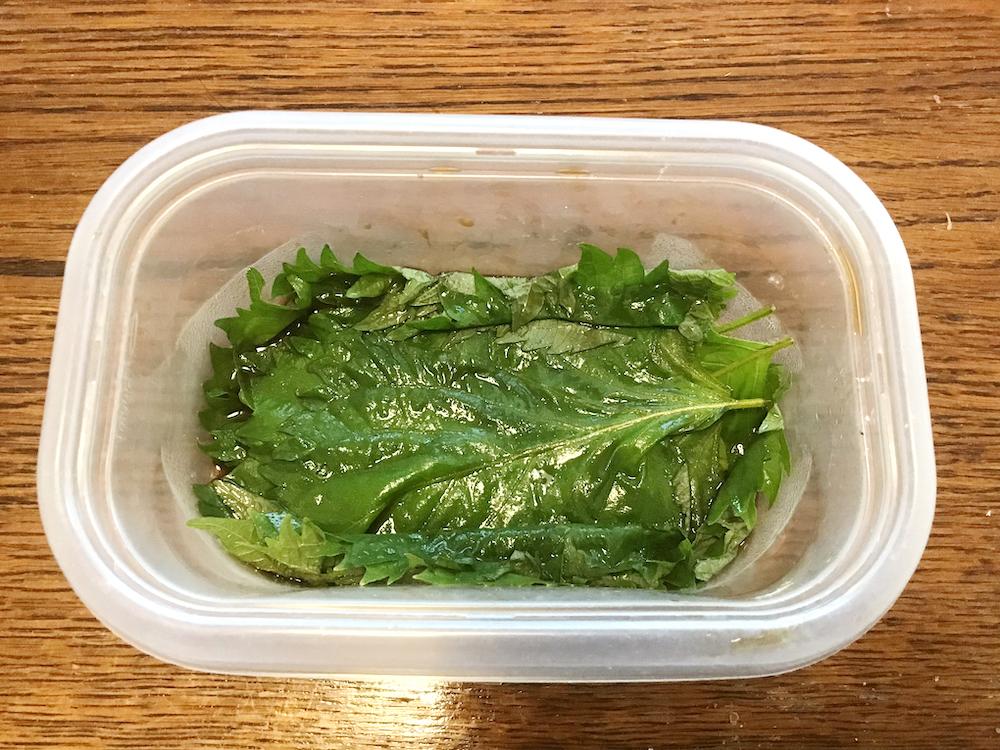 保存容器に、ナンプラー、しょうゆ、みりんを入れてよく混ぜ、1を入れて1時間ほど漬ける