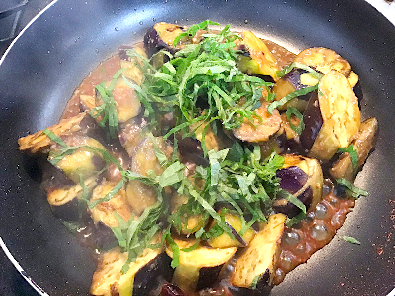 オリーブオイルがカギ、ナスの炒め味噌煮 しそ