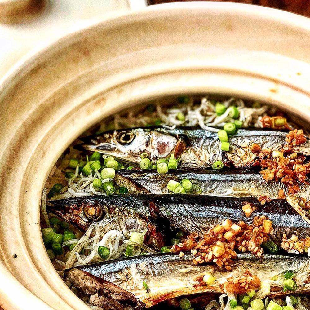 MCTオイルをつかった秋刀魚としらすの炊き込みご飯
