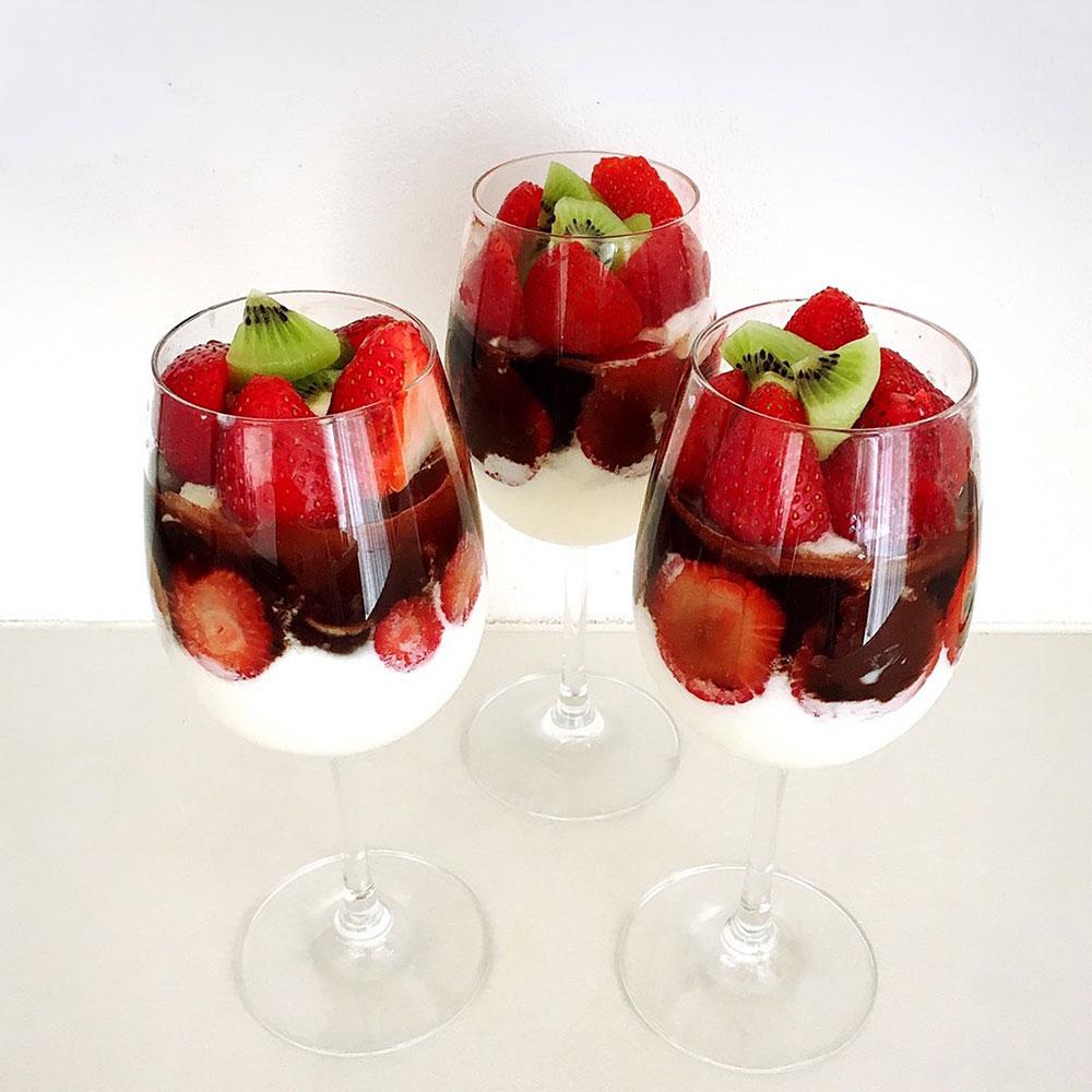 ローフード流ホイップクリームと季節のフルーツパフェ