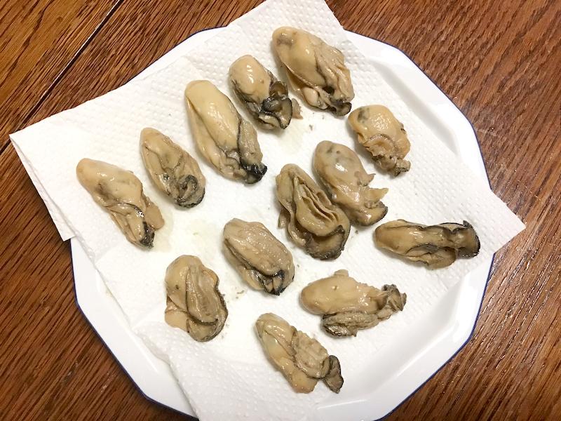 牡蠣の燻製オリーブオイル漬け:水気を切る