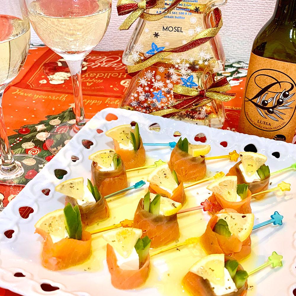 エクストラバージンオリーブオイルを使ったサーモンとチーズのピンチョス