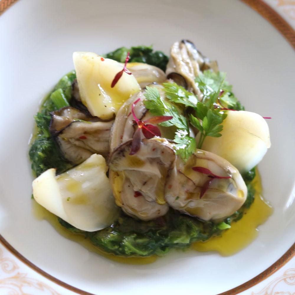 オリーブオイルを使った牡蠣と菜の花のソテー 百合根を添えて