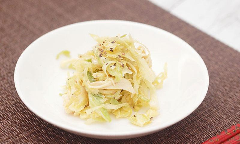 今夜のおかずにもう一品。「オリーブオイルと春キャベツのチキンサラダ」簡単レシピ