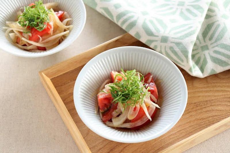 旬の野菜の時短レシピ オリーブオイルで作る「新玉ねぎとトマトの和風マリネ」