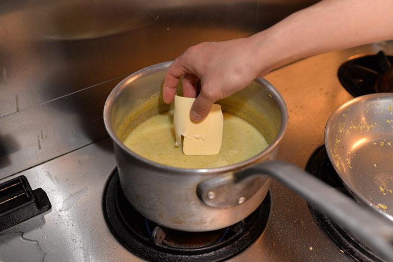 仕上げにバターをいれて溶かし終わったら、お皿にいれます