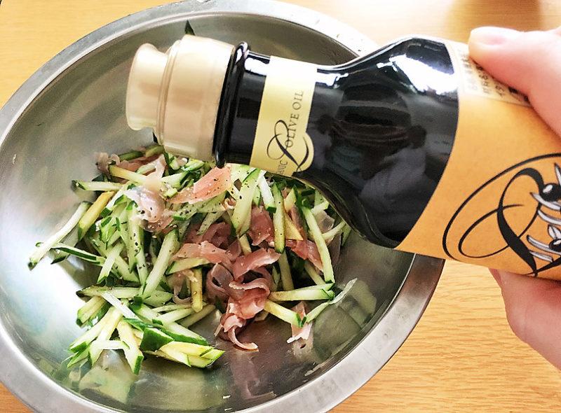 エキストラバージンオリーブオイル、醤油、胡椒と和えたら完成!