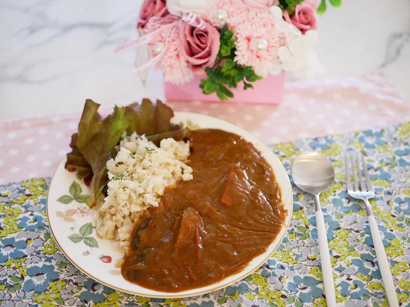 スパイス香る夏野菜の重ね煮カレーとヘルシーなカリフラワーライス