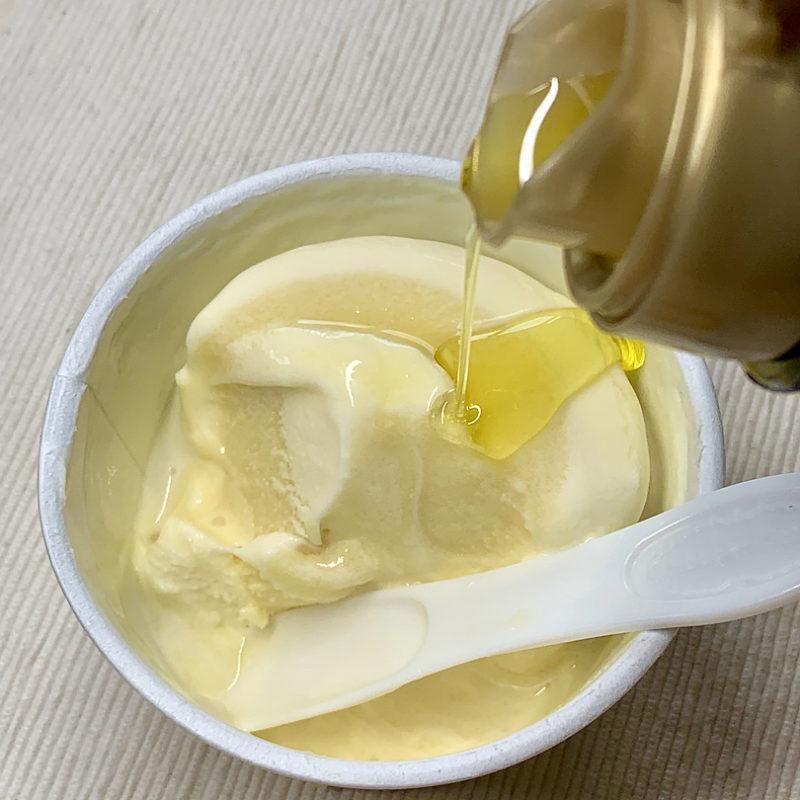 ハーゲンダッツ新作「クリーミージェラート・ゴールデンパイン&マスカルポーネチーズ」に、オリーブオイルのちょい足しをしてみた