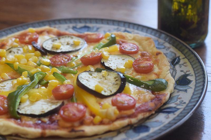ピエトラコロンビナの自作ペペロンオイルと夏野菜ピザで本格家のみ