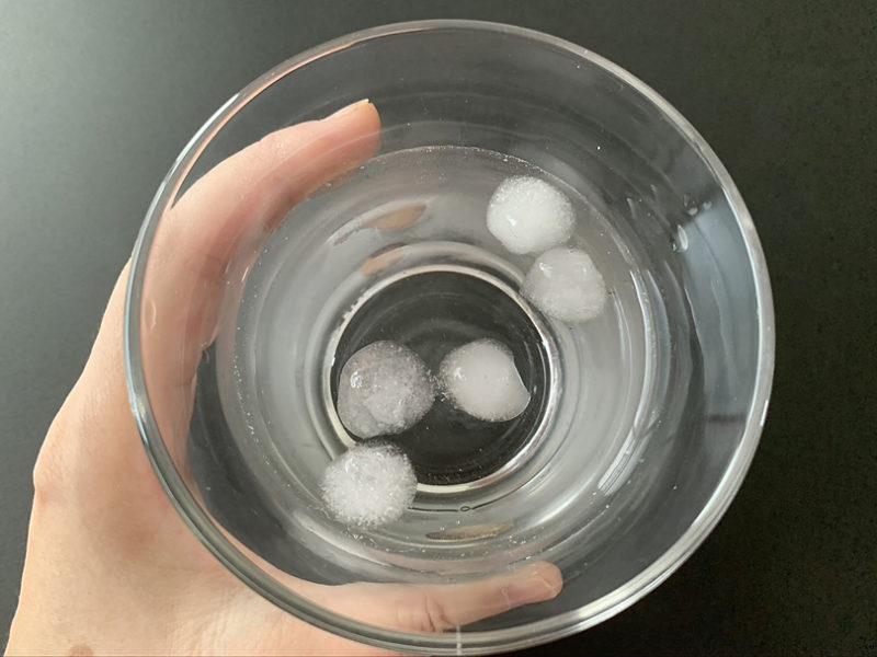 クラゲのアイストレーで氷作り