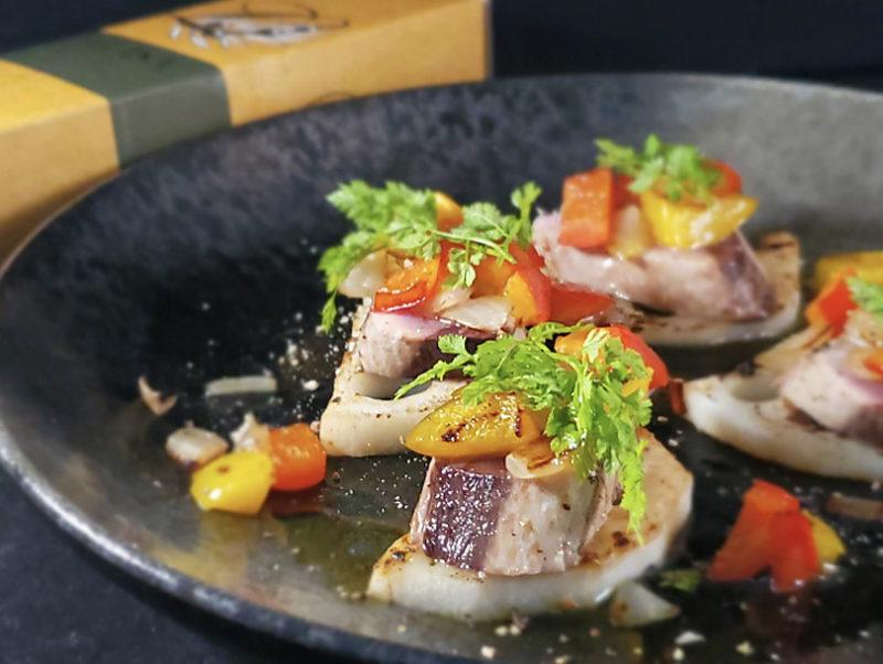 カツオと彩り野菜のオリーブオイル焼き