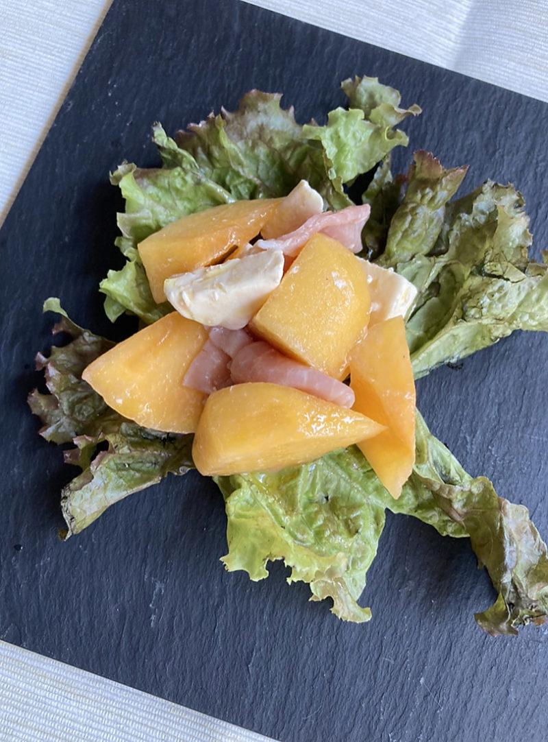 贅沢オリーブオイルをたっぷり味わう柿と生ハムサラダ