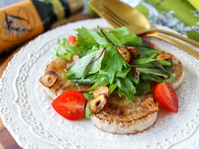 サラダ仕立ての大根ステーキ