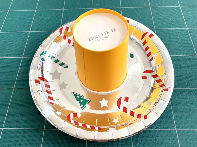紙皿の中央に載せる