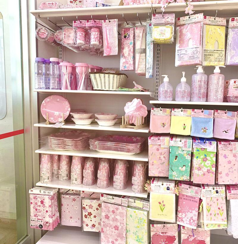 ダイソー店頭の桜グッズコーナー