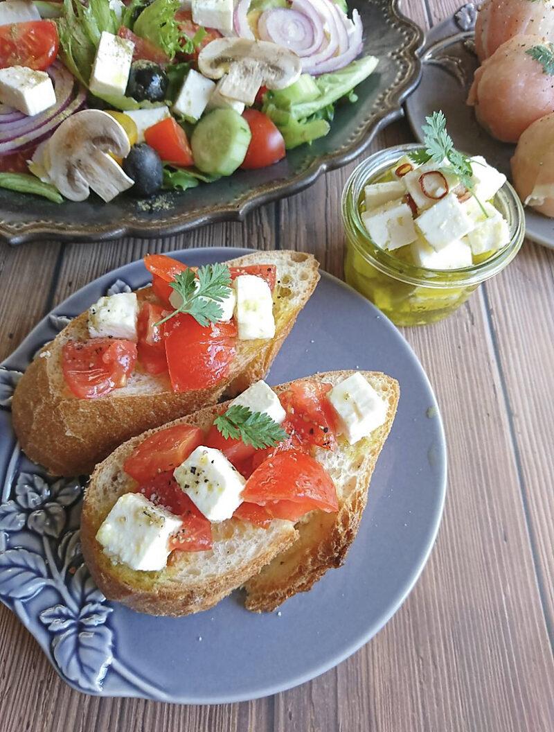 イタリア料理 トマトとフェタチーズのブルスケッタ