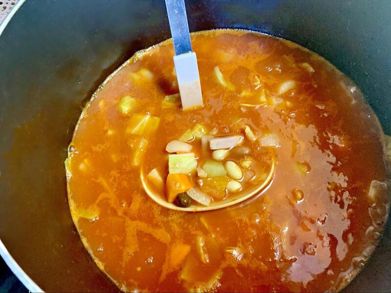 野菜が柔らかくなるまで15分ほど煮込む