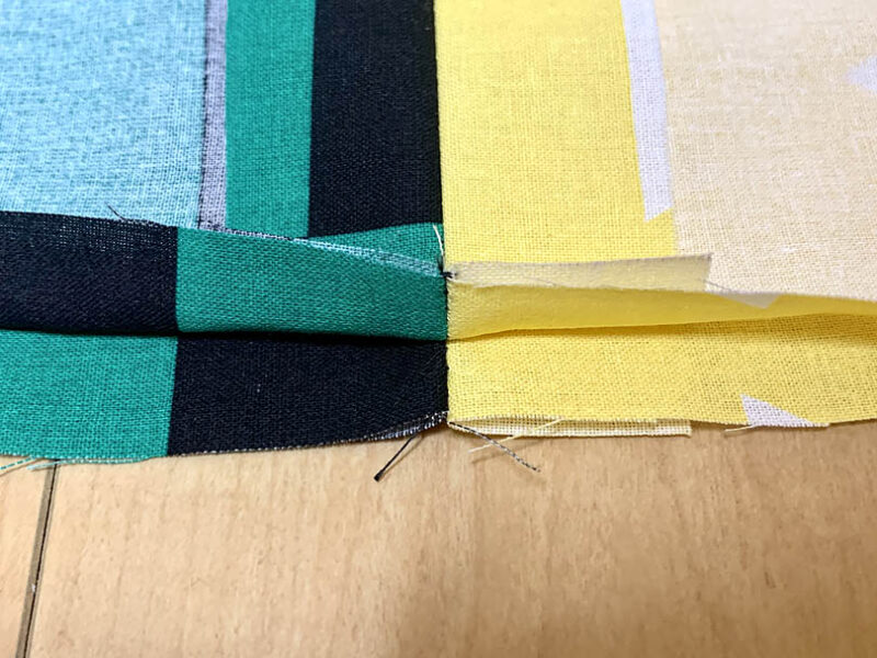 縫い代を割ります