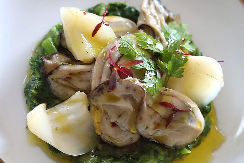 オリーブオイルを使った牡蠣と菜の花のソテー