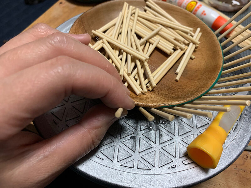 竹串を数百本カット