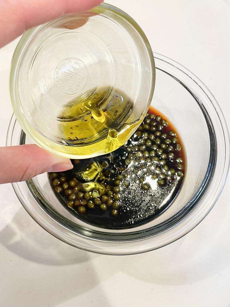 オリーブオイルを入れ、ソースの完成