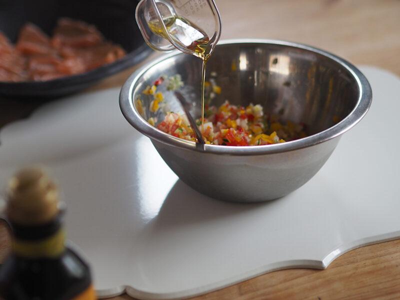 オリーブオイル大1と塩少々を加えなじむまで混ぜます