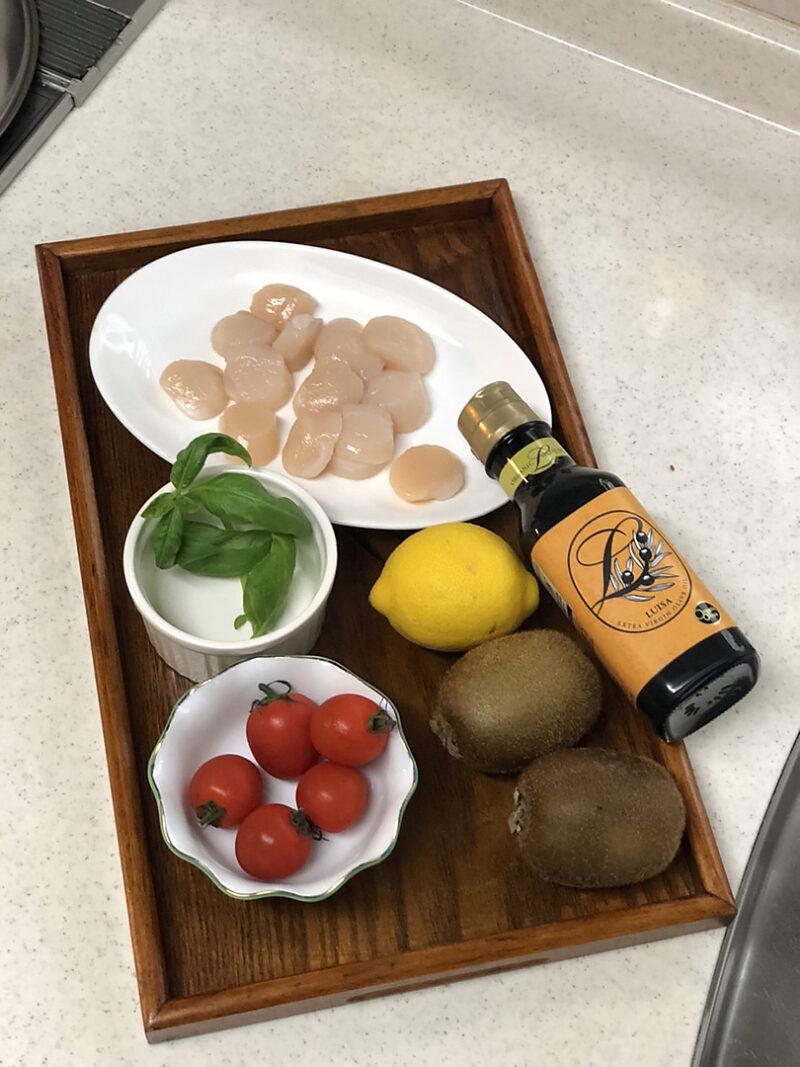 キウイと帆立貝柱の贅沢オリーブオイルたっぷりサラダの作り方